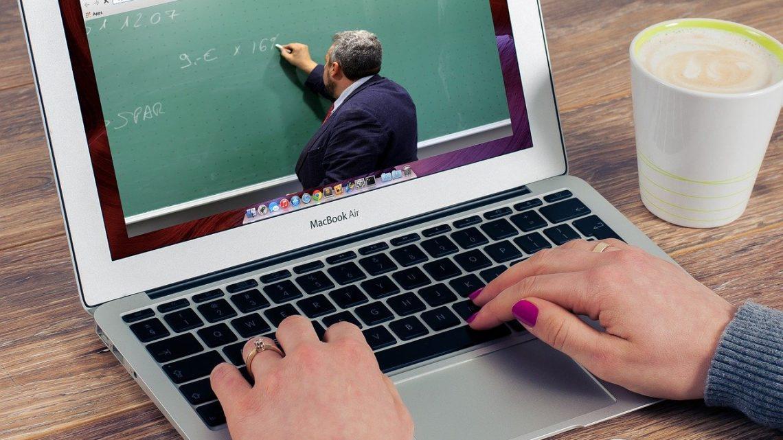 Peut-on vraiment trouver un emploi grâce à une formation en ligne ?
